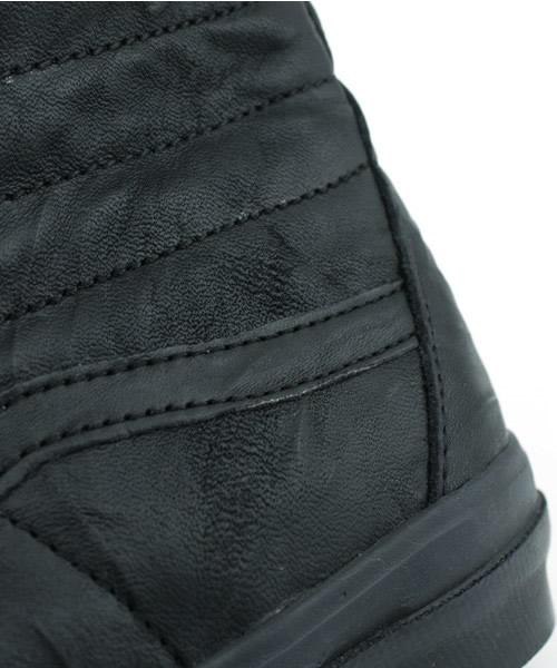 Sk8-Hi Black Leather Detail