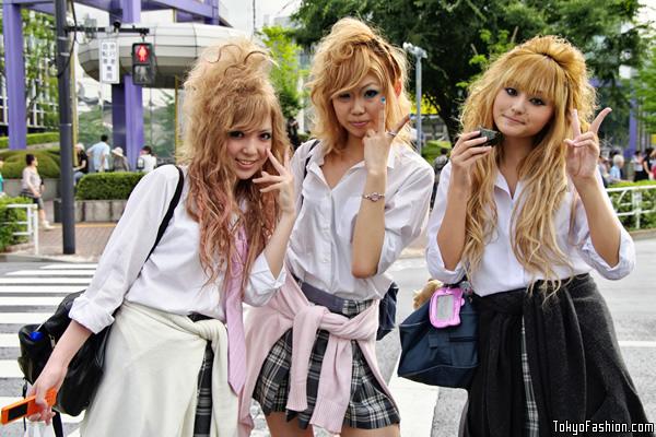 Smiling Shibuya Schoolgirls