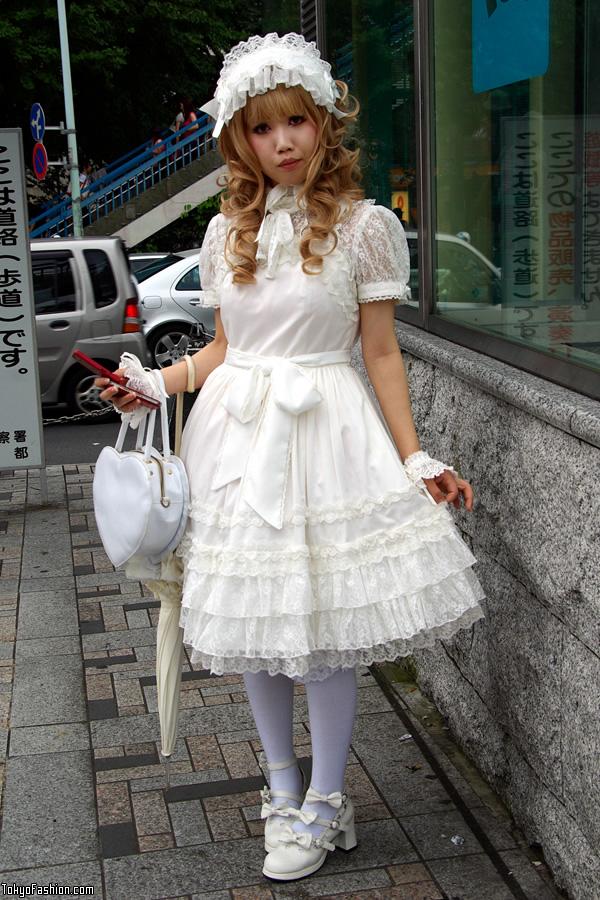Japanese Lolita in Harajuku July 2009