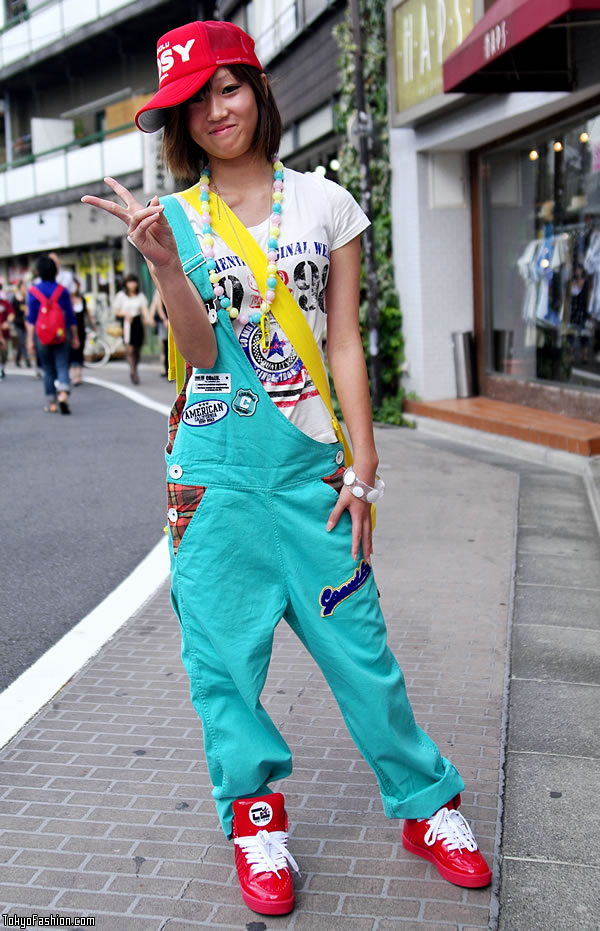 http://tokyofashion.com/wp-content/uploads/2009/08/Co-and-Lu-Girl-Harajuku-08-2009-001-b.jpg
