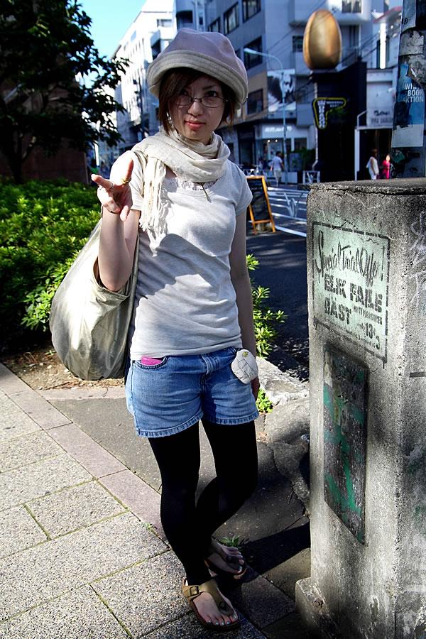 Big Hat & Glasses Girl in Shibuya