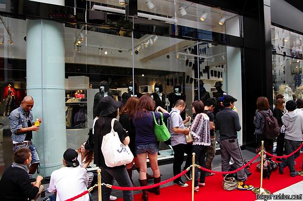 H&M Shibuya Customers