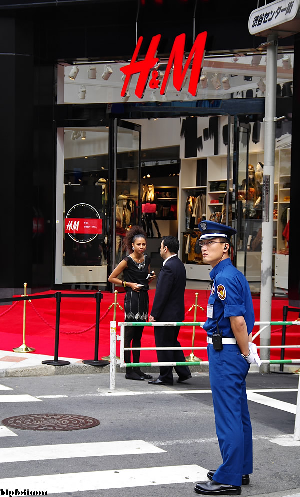H&M Shibuya Opening Day Security