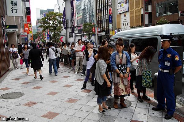 H&M Shibuya Opening Day Line