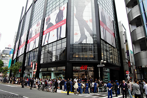 H&M Shibuya Opening Day Crowd