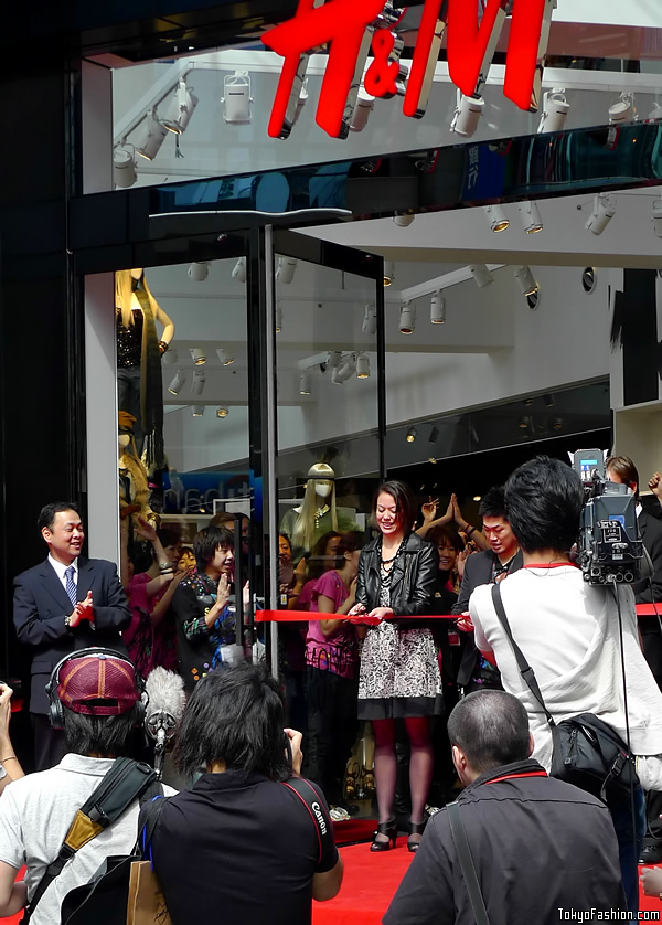 H&M Shibuya Grand Opening Ribbon Cutting