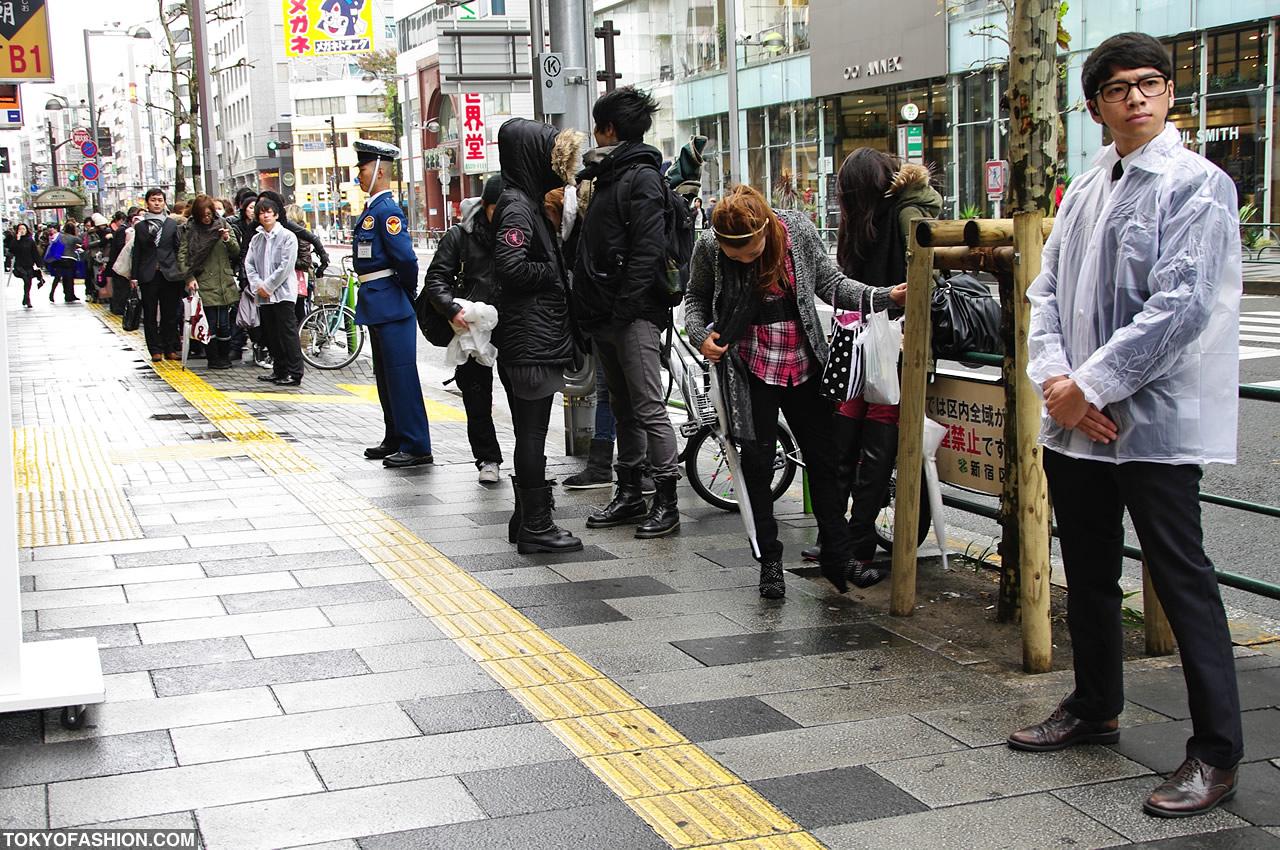 H&M Shinjuku Opening Day Pictures & Video