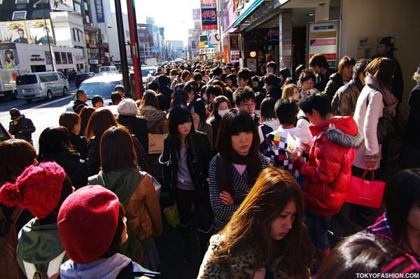 New Year 2010 Sale Crowds on Meiji Dori
