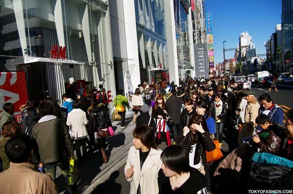 H&M Harajuku Sale Crowds