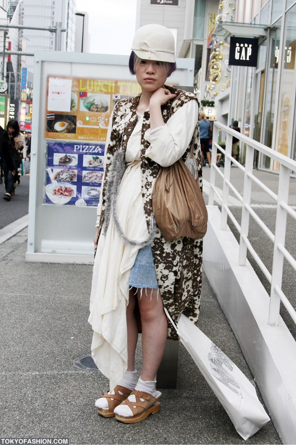 English Riding Hat & Wooden Sandals in Harajuku