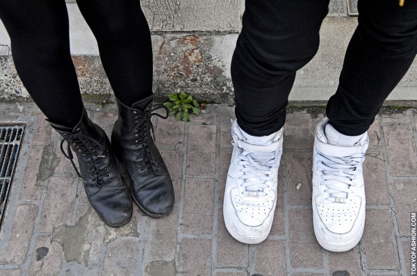 Boots & Nike Air Force One Sneakers