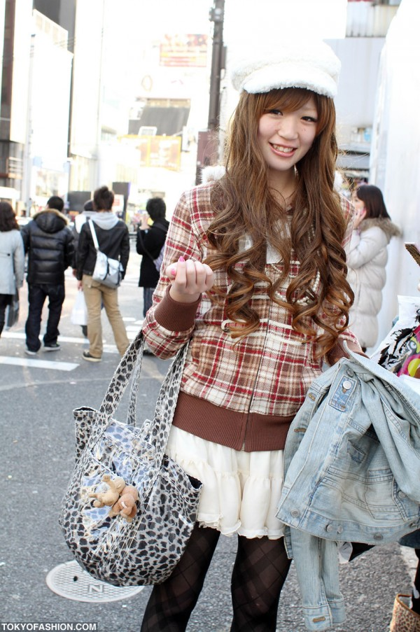 Japanese girl with Laketown bag