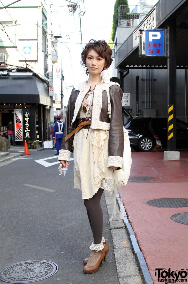 Japanese girl in lace, leggings & brown leather