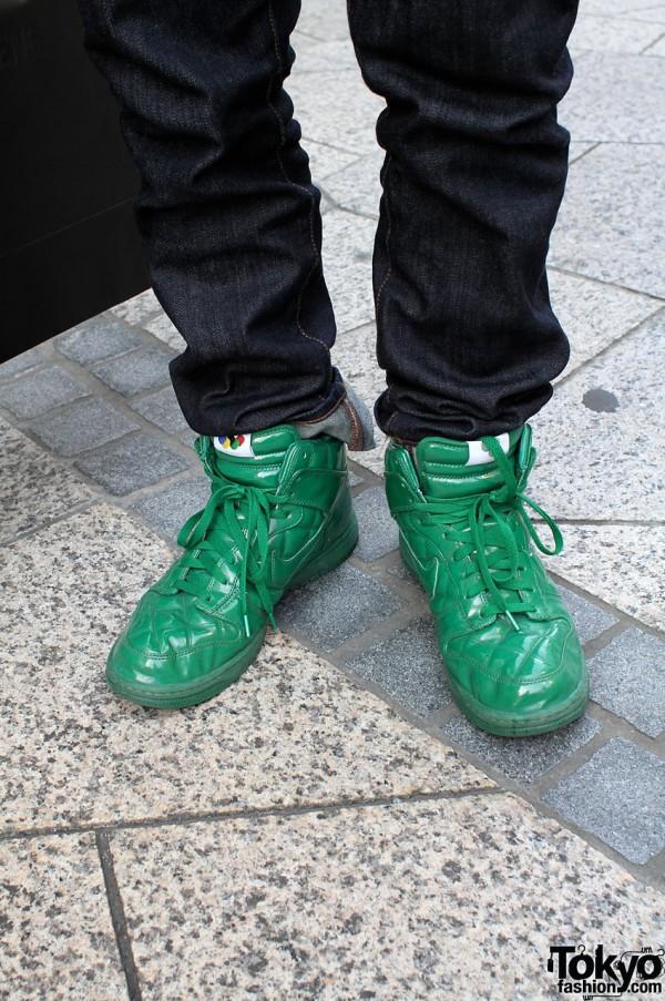 Green Nike Supremes and Uni-glo pants