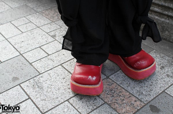 Thick-soled red shoes