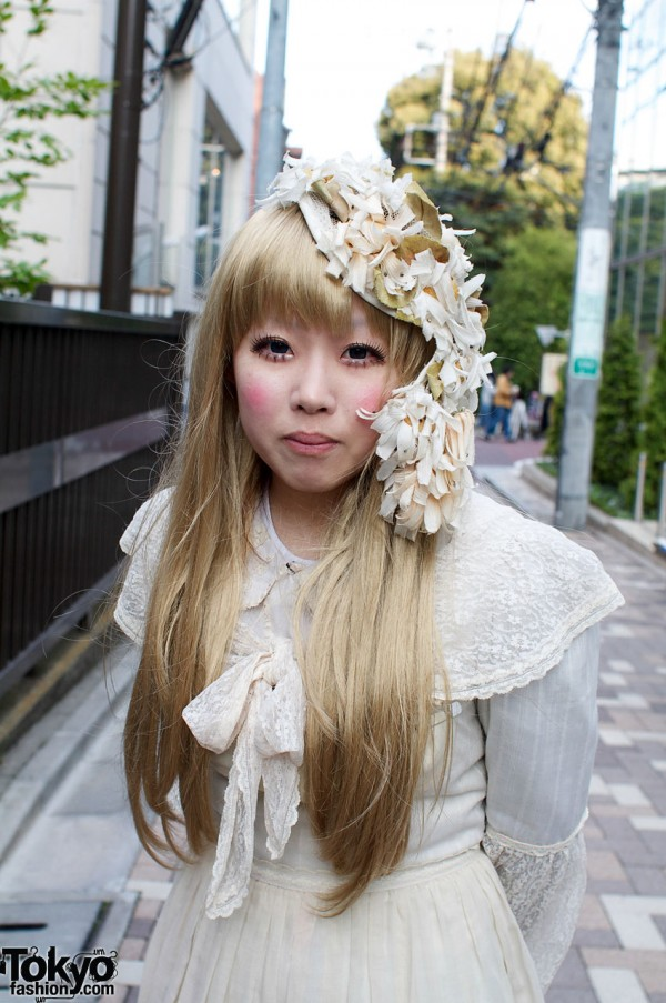 Blonde Japanese girl with antique flowered hat