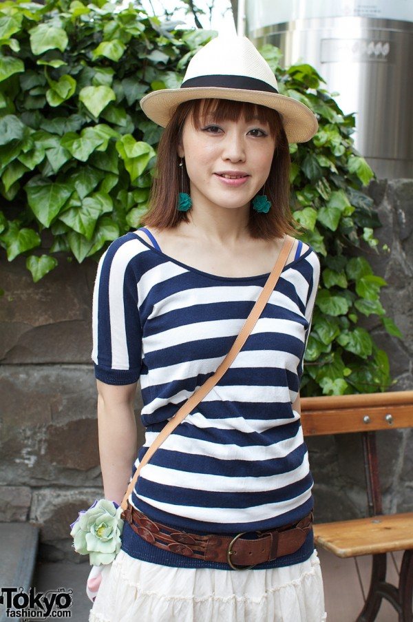 Striped shirt, dangling earrings & straw hat