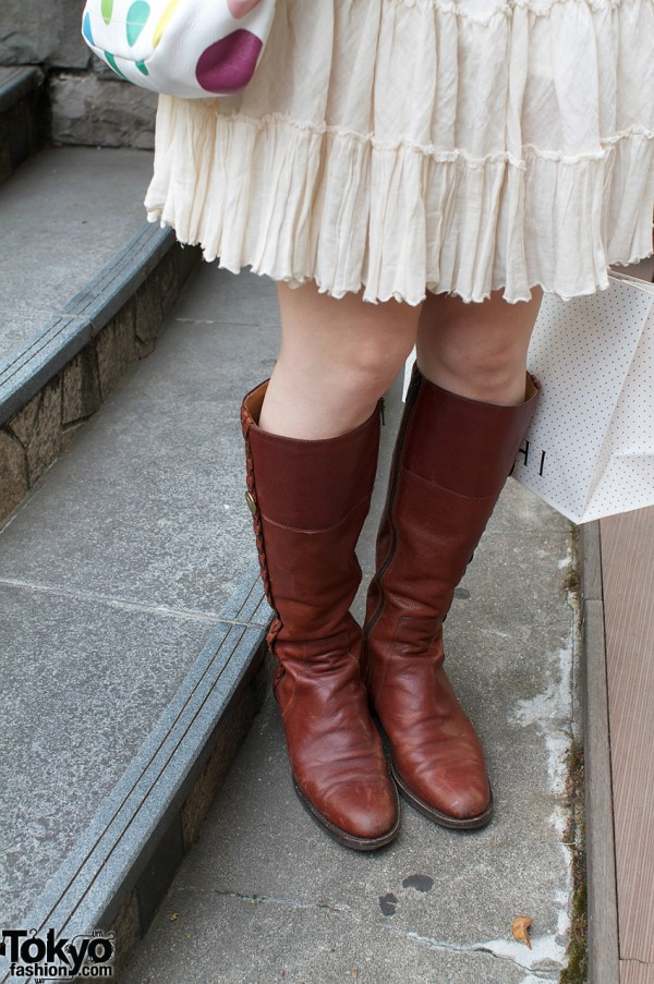 Gauzy skirt and Il Bisonte leather boots