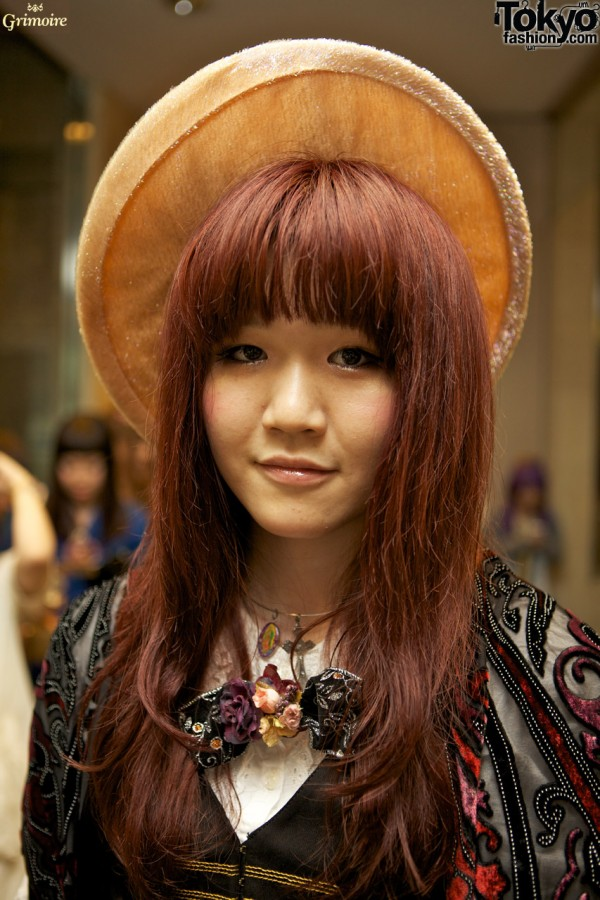 Akisa and her great hat at the Grimoire party.