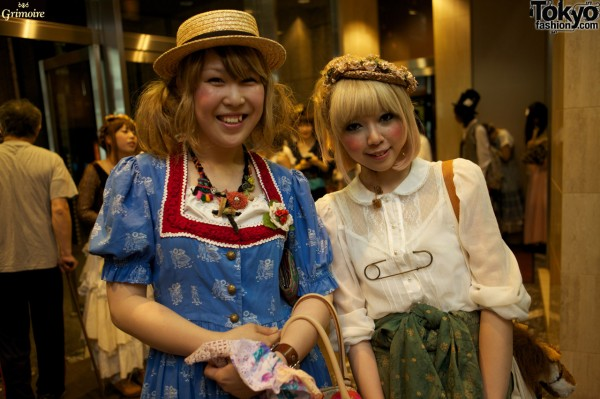 Shiroko - on the right - is an artist. Her safety pin symbolizes a pierced heart.