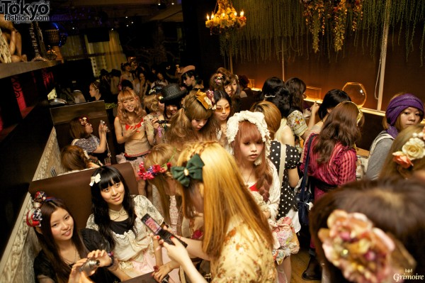 Dolly-kei girls everywhere at the Grimoire party.