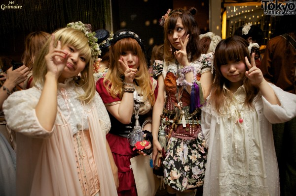 Cute fashion at the Grimoire party in Tokyo.