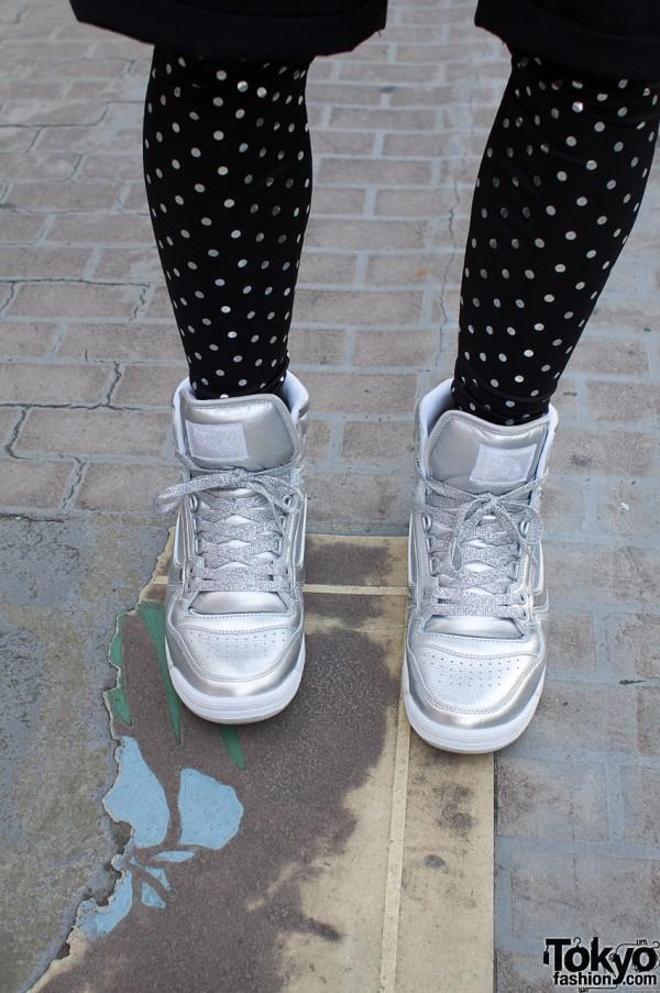 Silver Vans hightops & dotted leggings