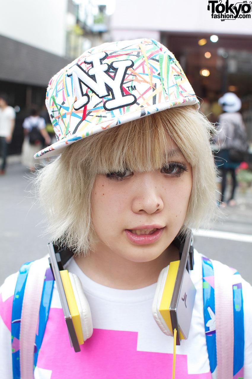 Blonde Japanese girl in NY baseball cap 5df73aee6f3