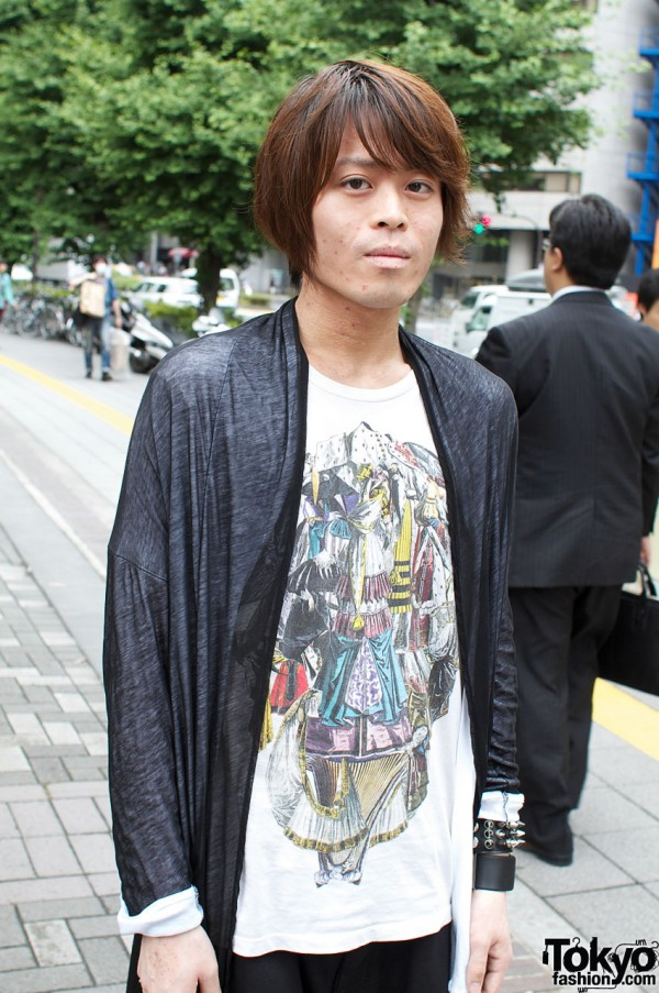Graphic t-shirt and loose Limi Feu jacket