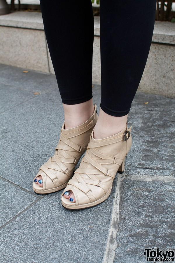 Undulate sandals