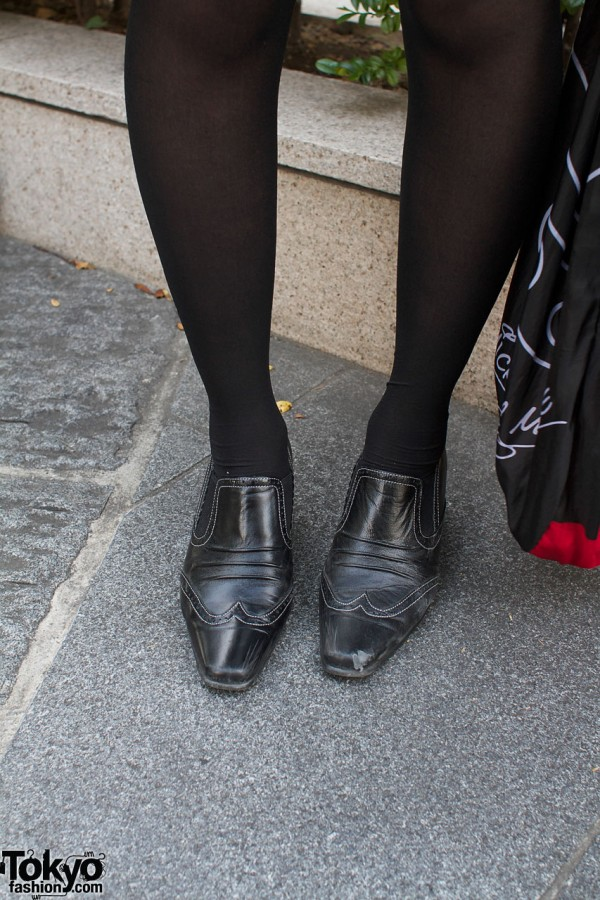 Black stockings & topstitched shoes