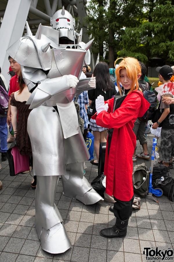 Photos de beaux cosplays  lors des conventions francaises ou etrangeres (sur le net) Comiket-Cosplay-Summer-2010-007-G0038-600x903