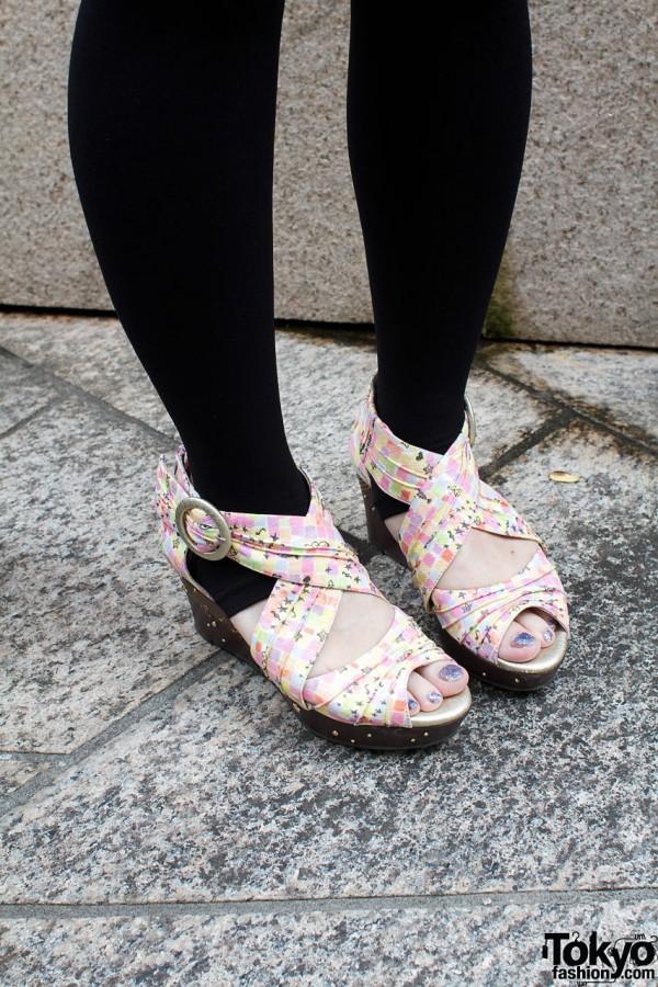 Black leggings & Wanonano platform sandals