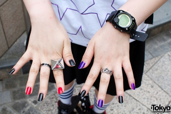 Red, purple and black fingernails & silver rings