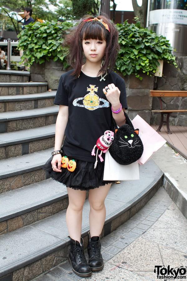 Vivienne Westwood t-shirt & black cat handbag