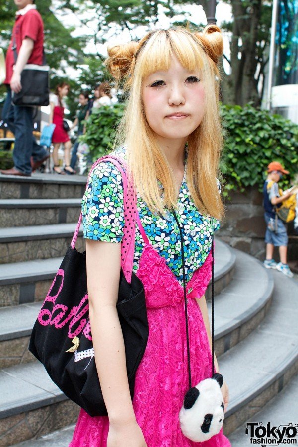 Vintage print top & Barbie shoulder bag