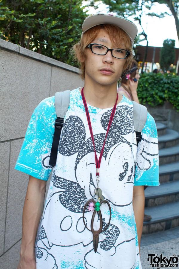 Boy shirt with key & scissors on string