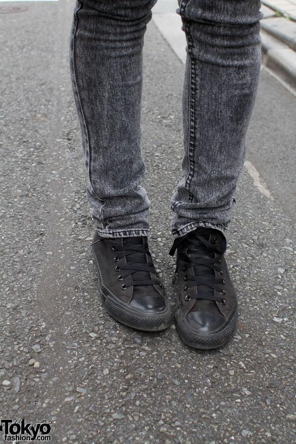 Black skinny jeans & Converse All Stars