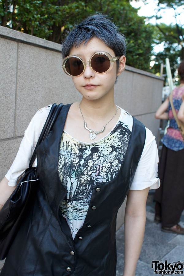 Marui sunglasses & vintage print top