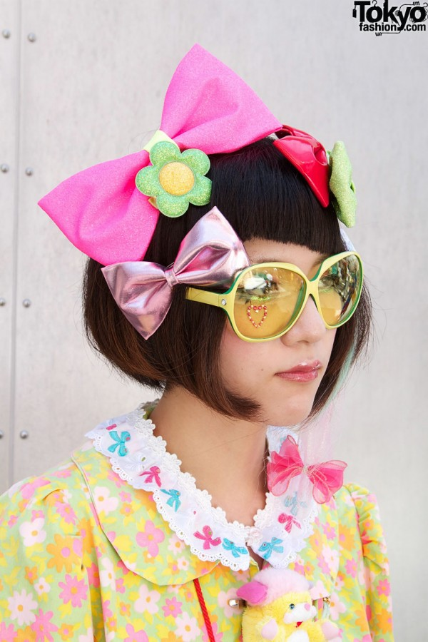 Hair bows & yellow sunglasses