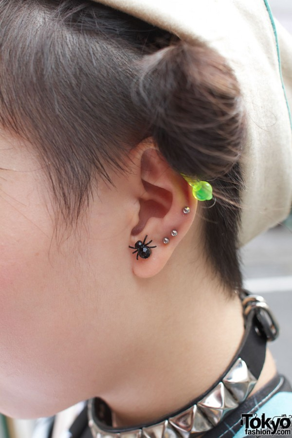 Spider earring & silver stud
