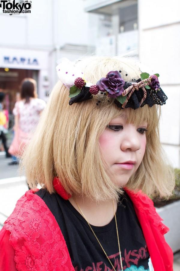 Blonde bob & flowered hat