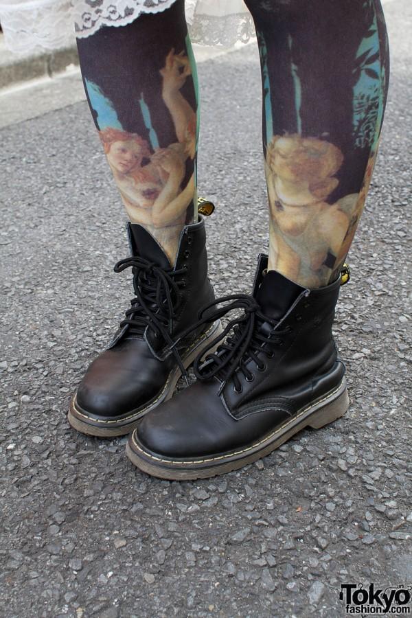 Graphic leggings & Dr. Martens boots
