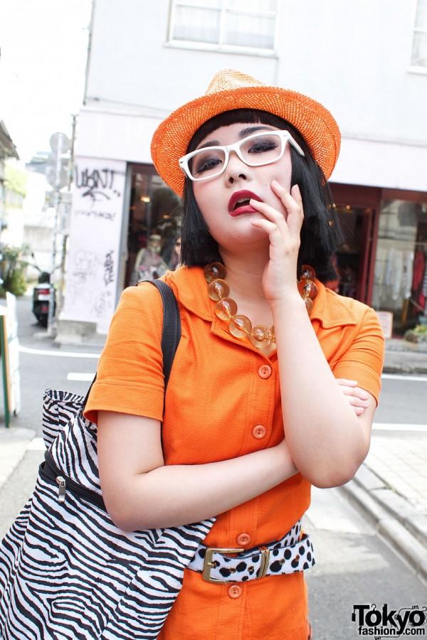 Lady Gaga fan in orange blouse & straw hat