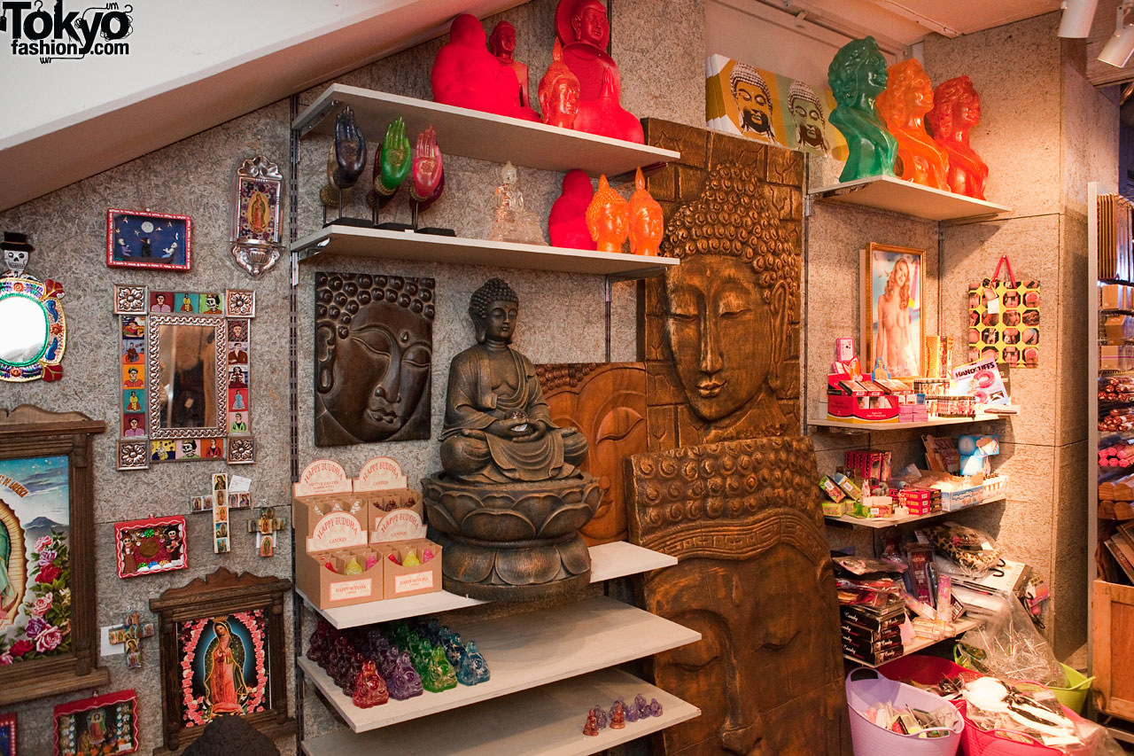 Asian decor at spinns harajuku tokyo fashion news for Oriental accessories