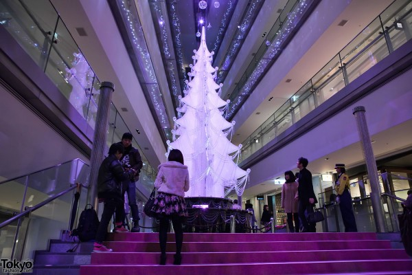 Omotesando Hills Christmas Pictures – A Swarovski Tree, Tokyo Sweets Collection & Ice Skating