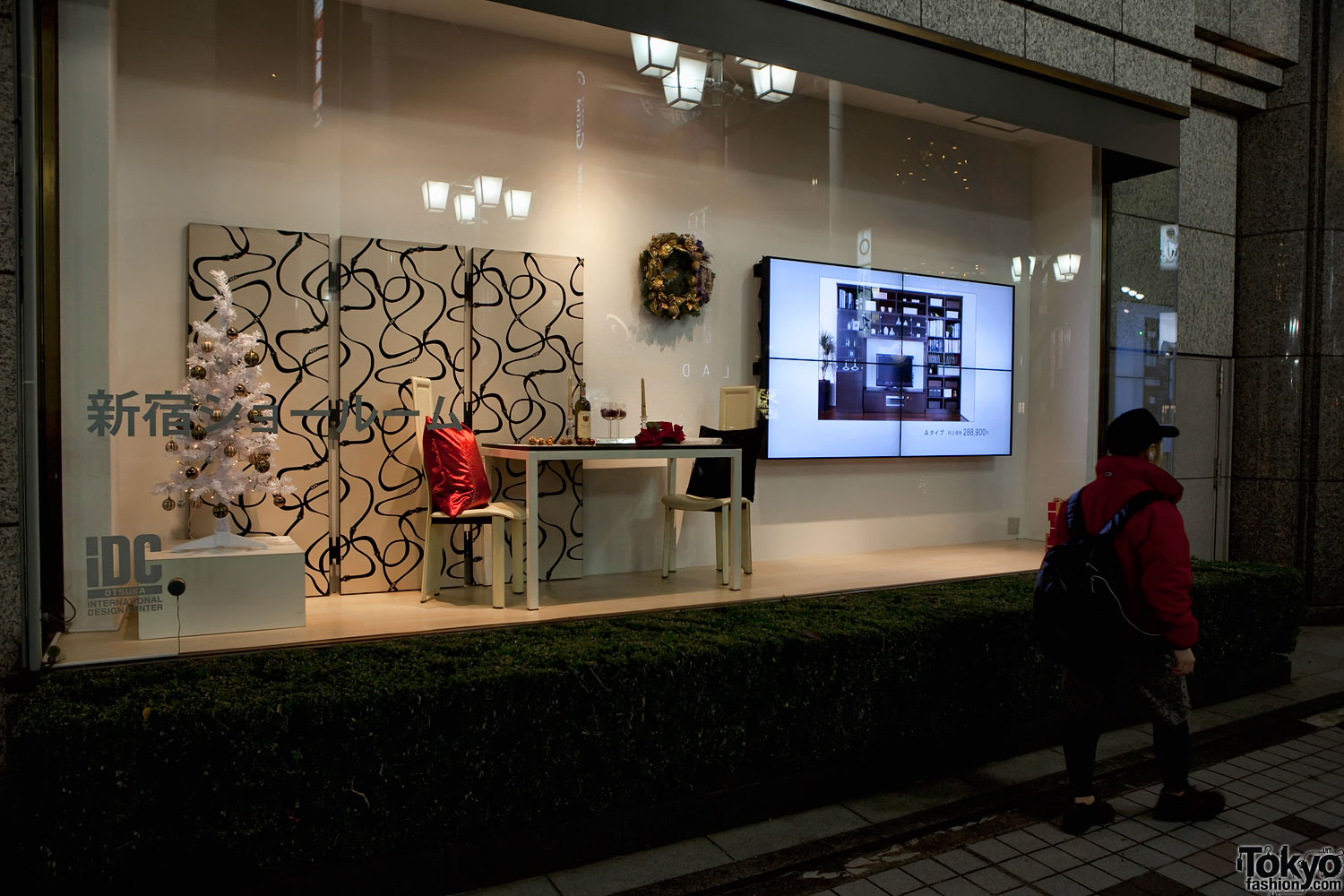 Vitrine de sarbatori department store holiday windows for Department stores that sell furniture