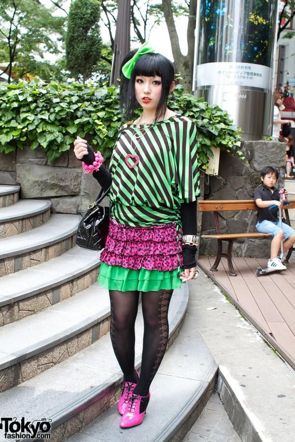 Big Green Hair Bow & Labret Piercing Girl in Harajuku