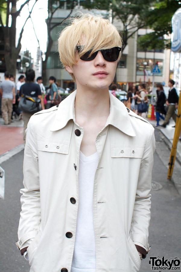 Trench jacket & v-neck t-shirt