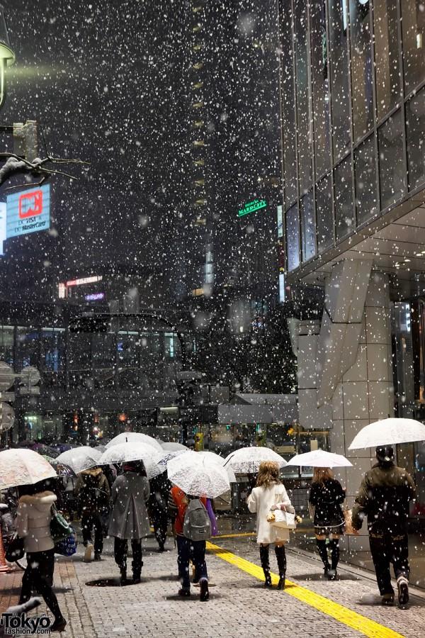 Snowing in Tokyo